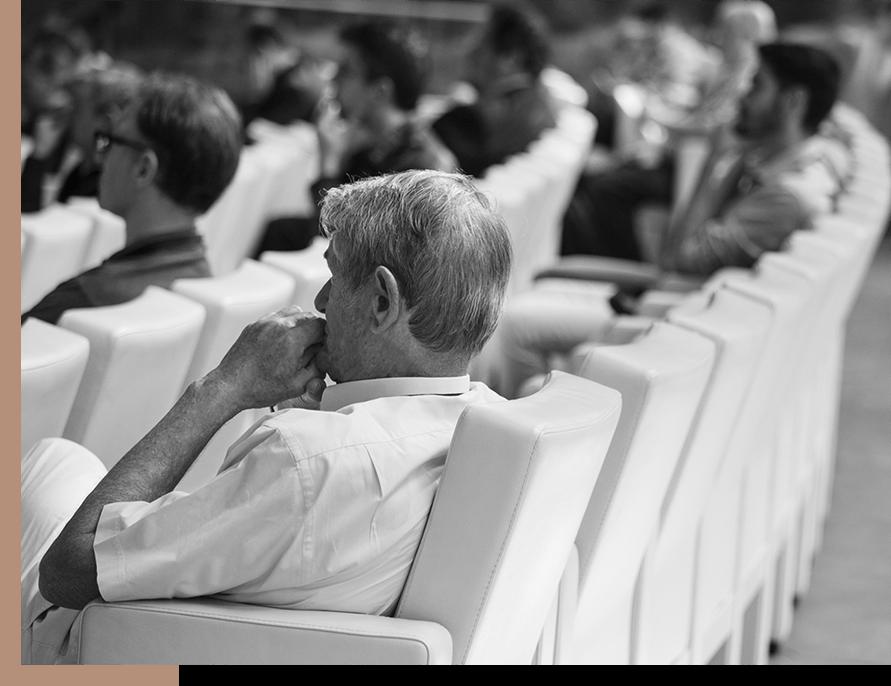 Billede af mennesker til et seminar